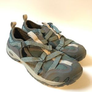 Chaco outcross pro water shoes green/ 9